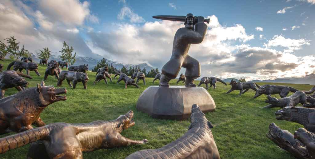 the hills' sculptures
