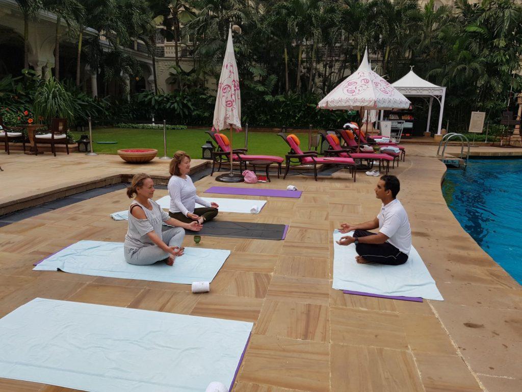 yoga pool mumnsi