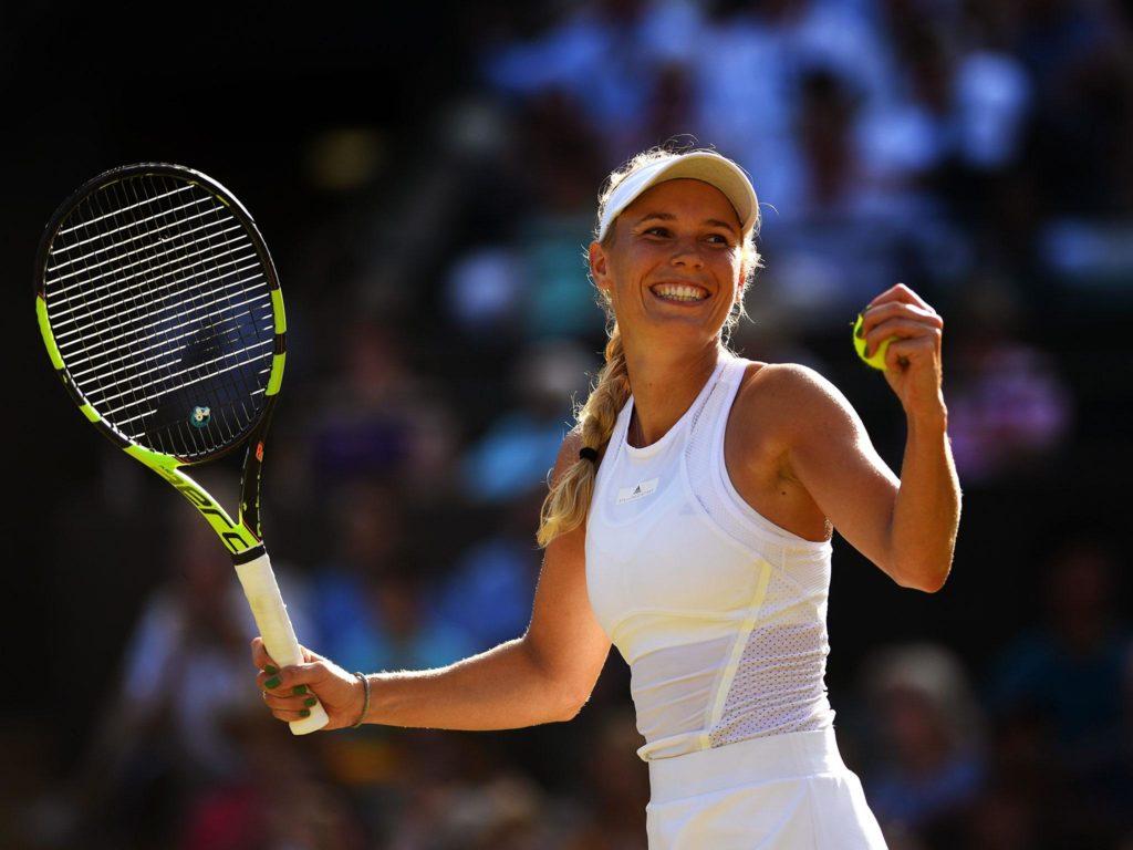 caroline wozniack playing tennis